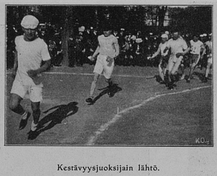Kestävyysjuoksijain lähtö -- Lähde: Suomen Urheilulehti, 01.07.1908, nr. 6, s. 18