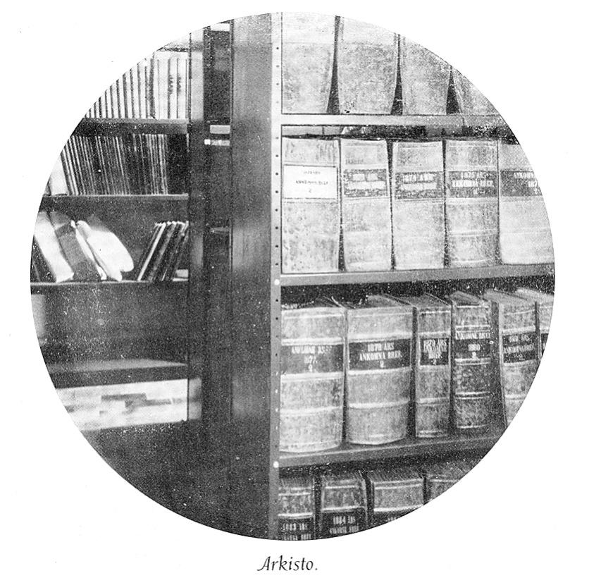 Arkistohyllyjä